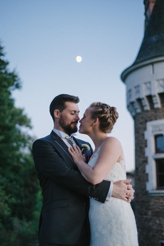 photo de mariage chic au chateau photo de couple au claire de lune