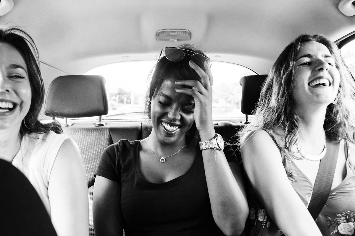 Eclat de rire à l'arrière d'une voiture lors d'un EVDJF à Ancenis