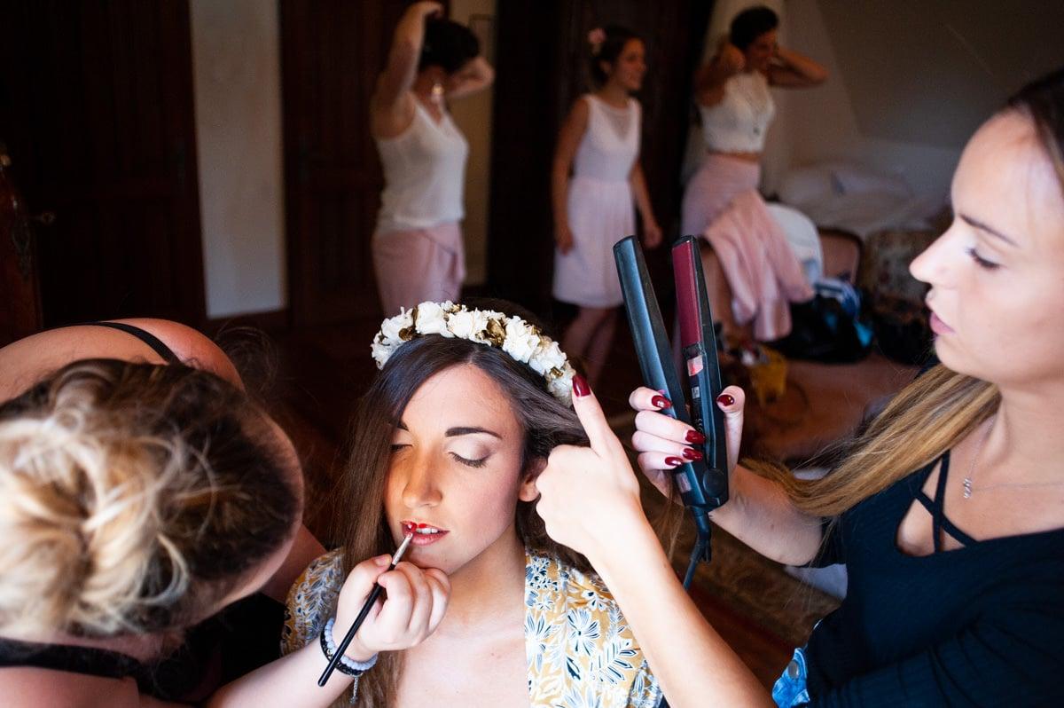 Les préparatifs de la mariée devant la fenêtre de sa chambre François 1er au château de la colaissière