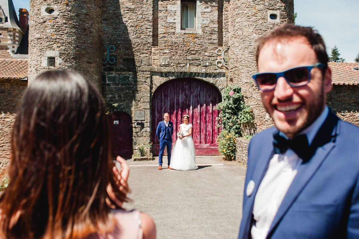 Les mariés vont ouvrir les portes du chateau de la colaissière