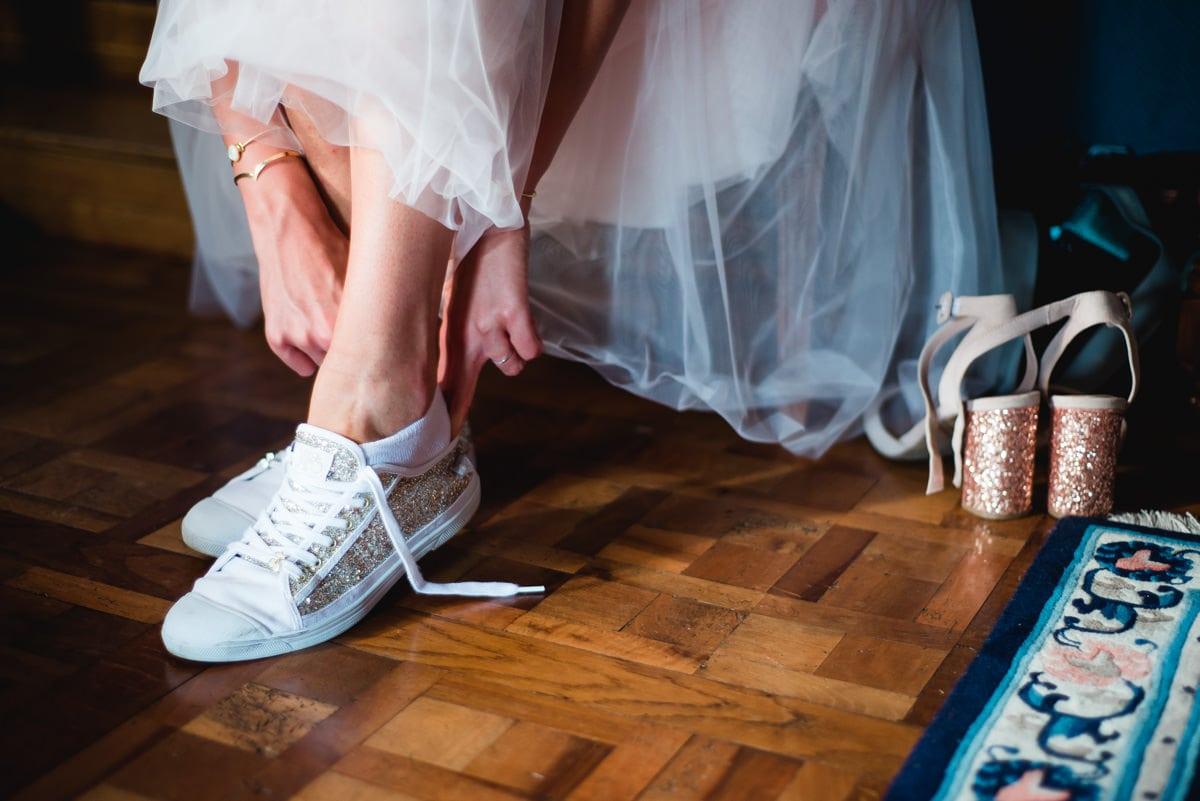 La mariées enfile des sneakers à paillettes