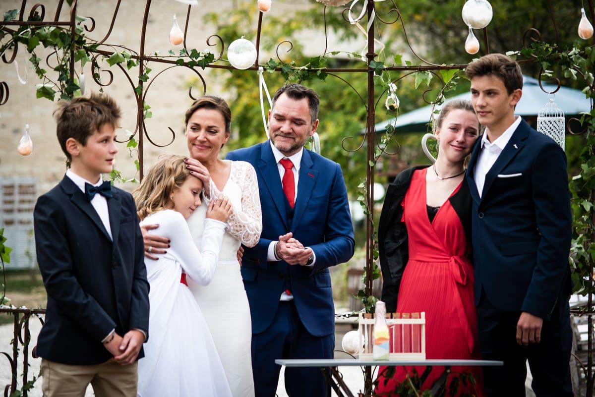 Une famille recomposée le jour du mariage des parents en Indre et Loire.