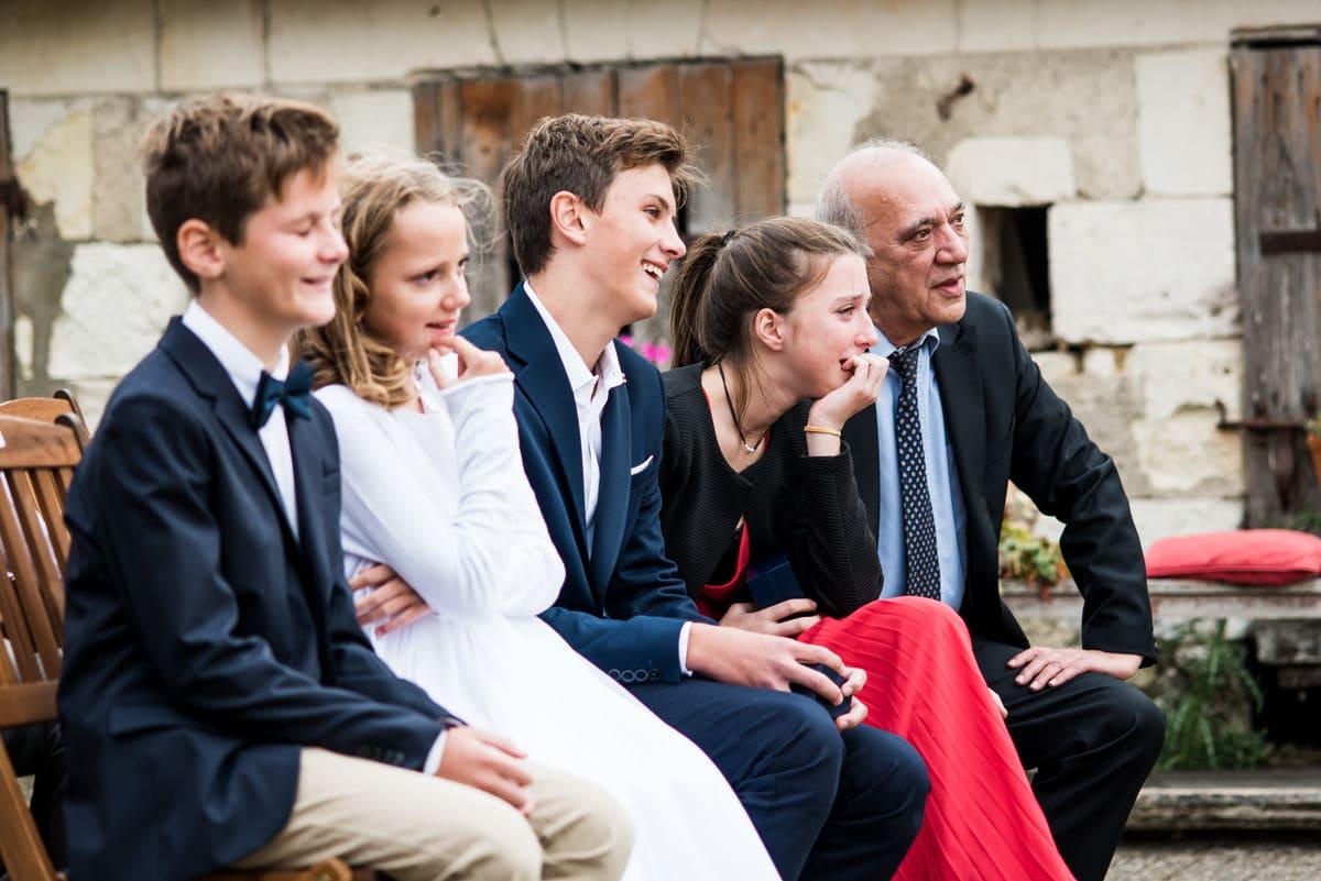 Reportage de mariage à Montrésor où toute la famille se retrouve pour la photo.