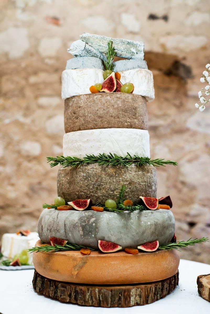 Pièce montée de fromage du traiteur Hardouin lors d'un mariage en touraine.